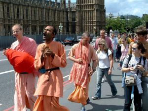 hare_krishna_at_big_ben
